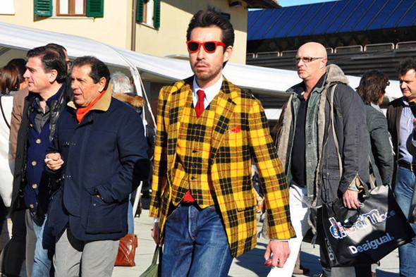 Изображение 63. Шарфы, клатчи, клетчатые пиджаки и подвернутые джинсы.. Изображение № 23.