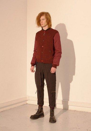 Марка Undercover опубликовала лукбук осенней коллекции одежды. Изображение № 33.