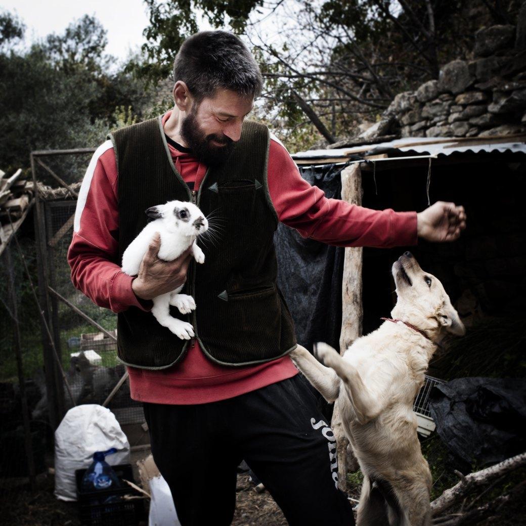 Фотопроект: Как испанские нудисты и нью-эйджеры восстанавливают заброшенные селения. Изображение № 14.