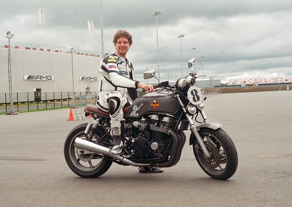 Фоторепортаж с гонки кастомных мотоциклов Nuts & Bolts. Изображение № 7.