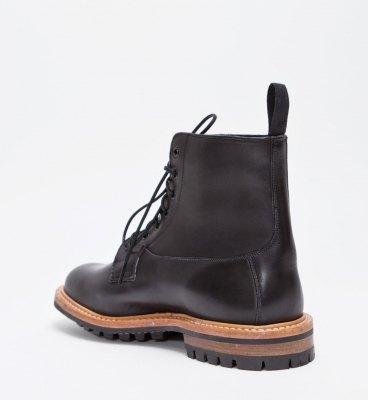 Марка Tricker's и магазин Tres Bien представили совместную модель ботинок. Изображение № 4.