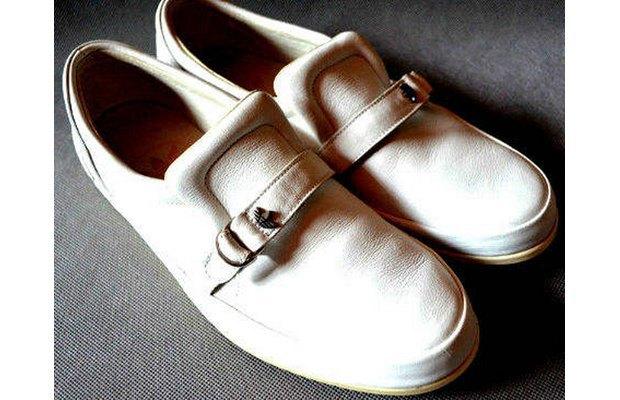 В сети появились превью совместной модели обуви Канье Уэста и Adidas. Изображение № 1.