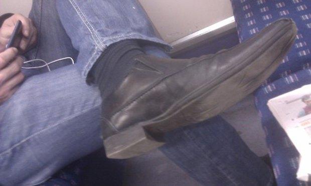 Jeans and Sheuxsss: Еженедельные обзоры худших сочетаний обуви и джинсов. Изображение № 4.