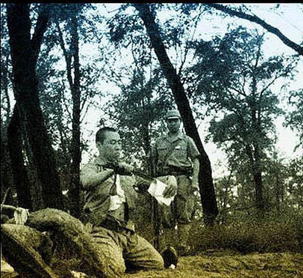 В сети появились уникальные кадры харакири японского офицера . Изображение № 8.