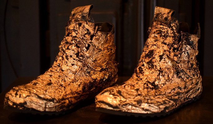 Голливудский бутик продаёт кроссовки с позолотой за 1800 долларов. Изображение № 2.