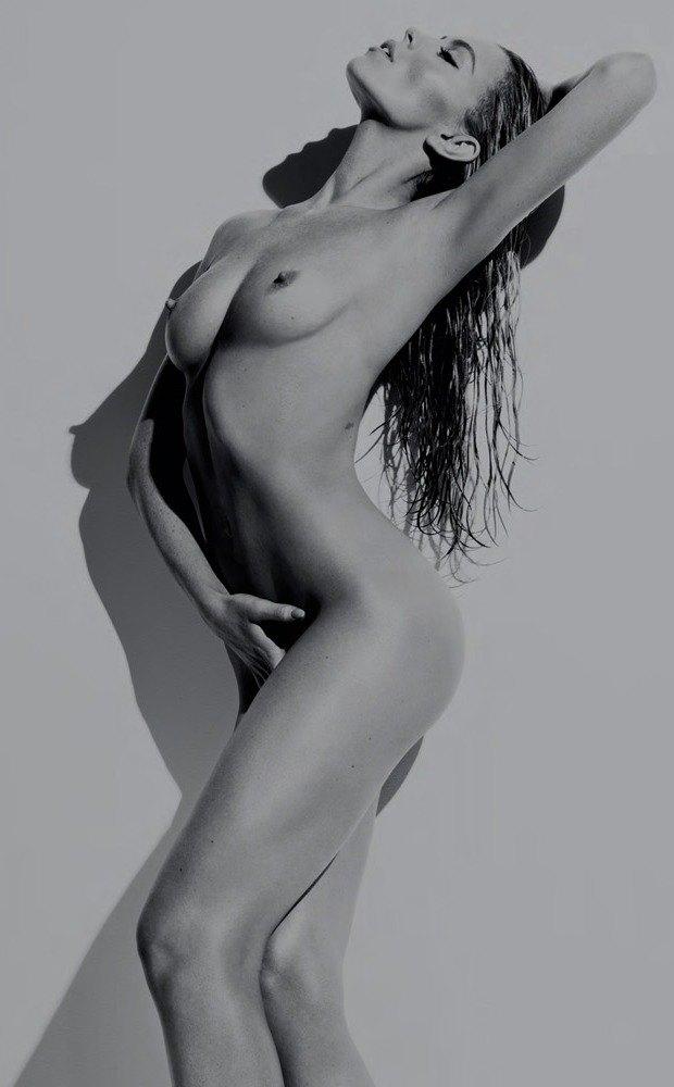 Английская модель Эбби Клэнси снялась обнаженной для журнала Hunger Magazine. Изображение № 1.