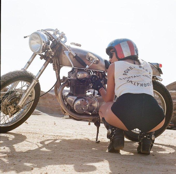 La Motocyclette: Американская фотовыставка доказывает право девушек называться байкерами. Изображение № 14.