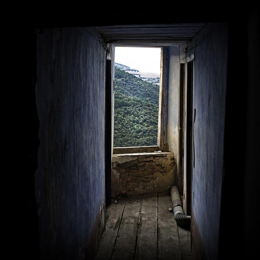 Фотопроект: Как испанские нудисты и нью-эйджеры восстанавливают заброшенные селения. Изображение № 13.