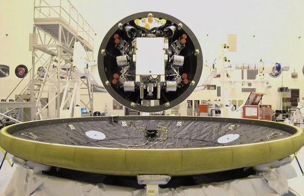 Самый большой в истории марсоход Curiosity приземлился на Марс. Изображение № 10.