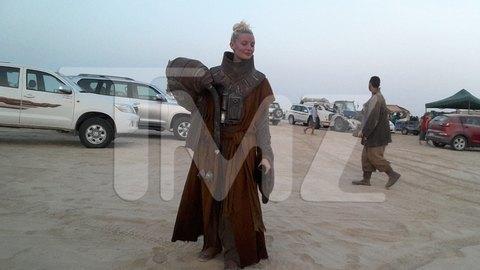 В сеть попали первые снимки со съемочной площадки новых «Звездных войн». Изображение № 27.