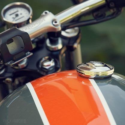 Французский механик собрал кастом культовой модели Triumph Bonneville T100. Изображение № 3.
