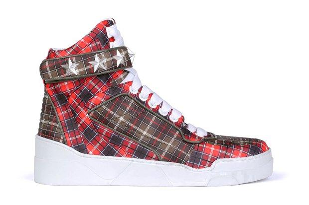 Марка Givenchy анонсировала предвесеннюю коллекцию обуви. Изображение № 3.