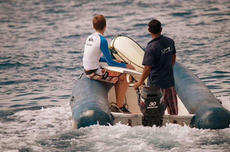 Russia Goes Surfing: Репортаж из серферского лагеря на Мальдивах. Изображение № 3.