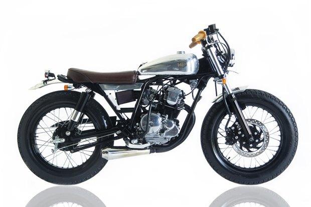 Мастерская Deus Ex Machina собрала новый мотоцикл на базе Yamaha SR400. Изображение № 1.