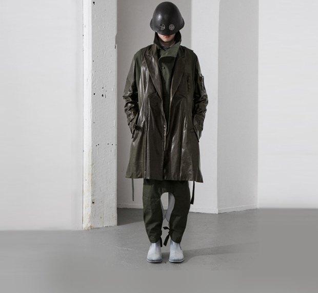 Молодой китайский дизайнер выпустила коллекцию одежды для рабочих, врачей и мясников. Изображение № 1.
