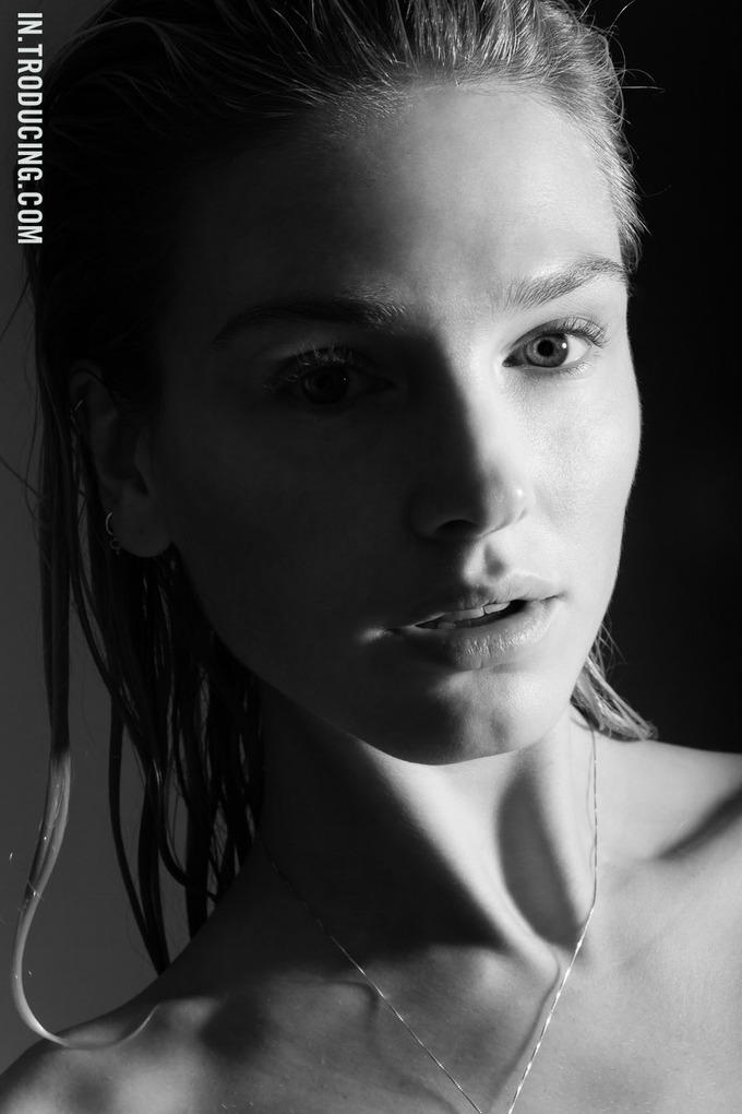 Норвежская модель София Лай снялась у фотографа Алекса Фрейда. Изображение № 12.