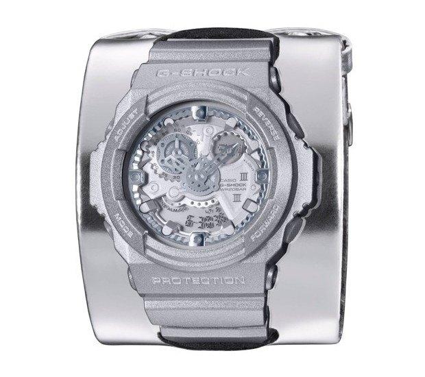 G-Shock и марка Maison Martin Margiela выпустили совместную модель часов. Изображение № 1.