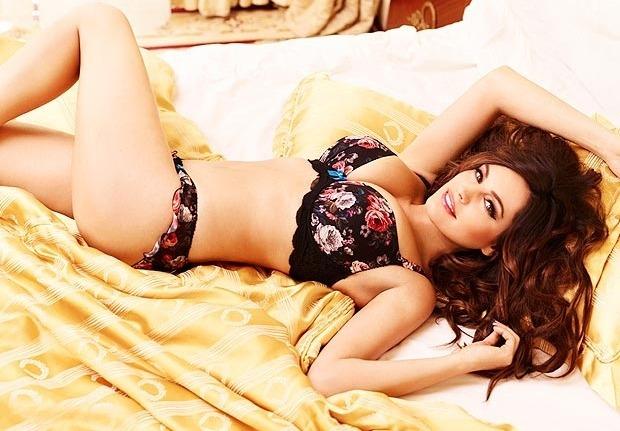 Актриса и модель Келли Брук снялась в рекламе собственной линейки нижнего белья. Изображение № 2.