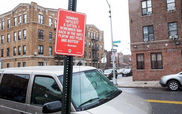 Нью-йоркский художник Джей Шеллс крепит к столбам таблички с рэп-цитатами. Изображение № 17.