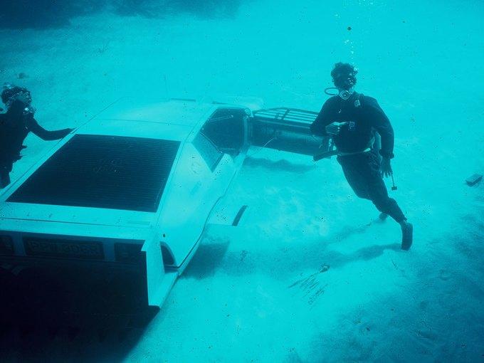 Автомобиль-подлодка Джеймса Бонда выставлен на аукцион. Изображение № 4.
