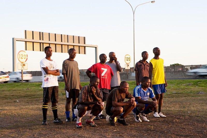 Как выглядит дворовый футбол на окраинах Кейптауна. Изображение № 3.
