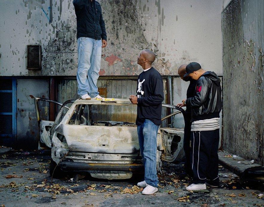 Жизнь обитателей французских окраин в фотопроекте Мохаммеда Борусса. Изображение № 8.