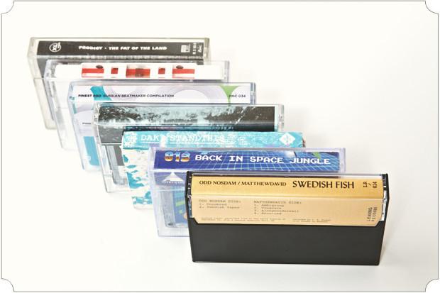 Год назад был дома во Владивостоке, хотел забрать свою старую коллекцию аудиокассет. Среди них — антология Beastie Boys на белых кассетах, «Good Foot» Джеймса Брауна, и еще кучу всего дико раритетного. Оказалось, мама их выкинула на помойку, вместе с геймбоями и прочей морально устаревшей хуйней.. Изображение № 16.