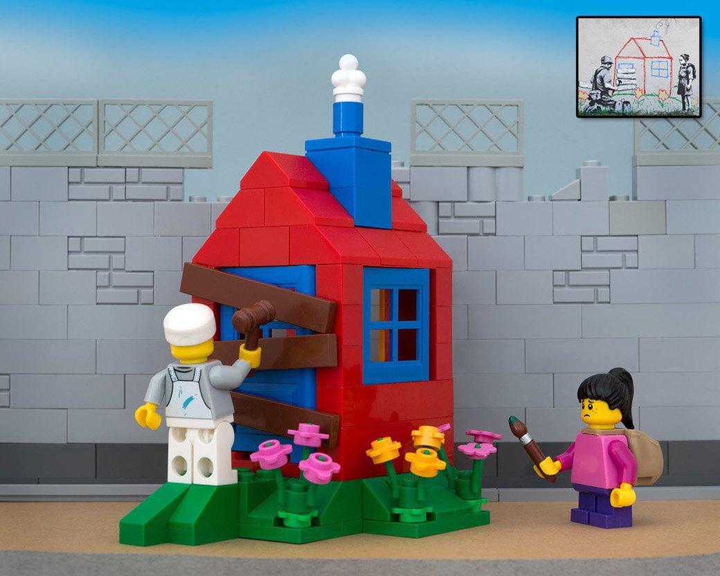 Bricksy: Работы Бэнкси из конструктора LEGO. Изображение № 2.