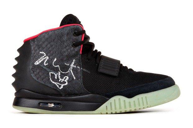 Кроссовки Nike с автографом Канье Уэста были проданы почти за 100 тысяч долларов. Изображение № 1.