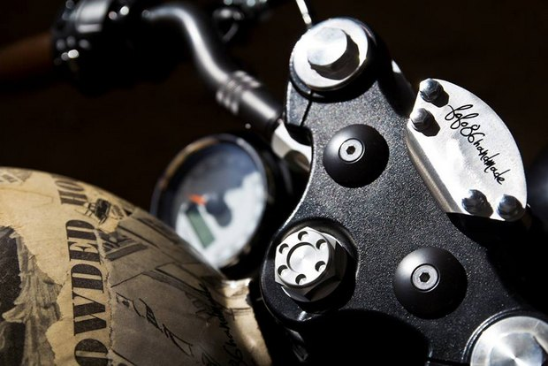 Итальянская мастерская Centro Modo Lodi представила «королевский» кастом модели Triumph Thruxton. Изображение № 24.