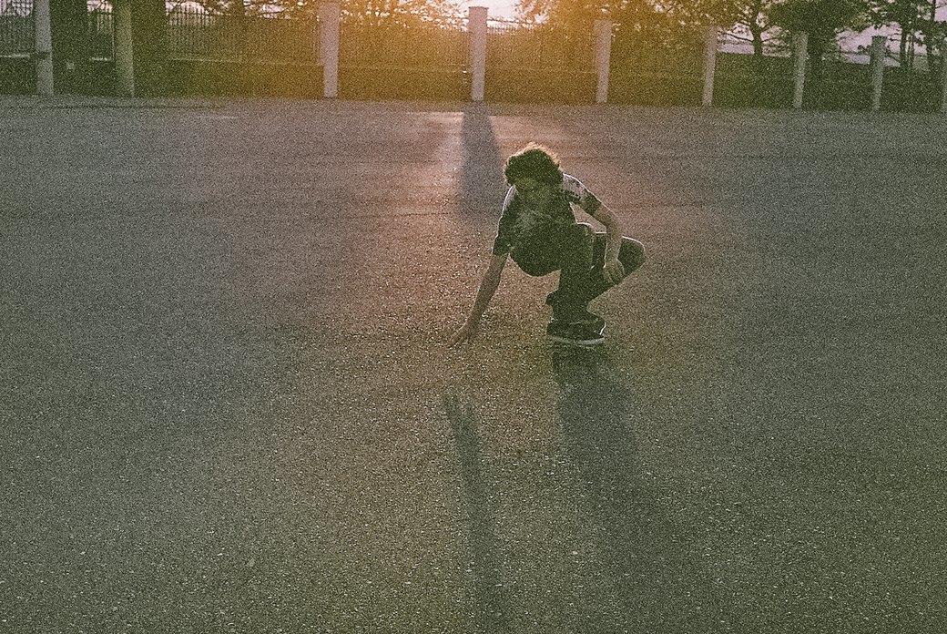 «Когда земля кажется лёгкой»: Грузинские скейтеры в фотографиях Давида Месхи. Изображение № 9.