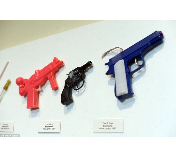 Лондонский учитель показал коллекцию конфискованного у школьников оружия за 30 лет. Изображение № 16.