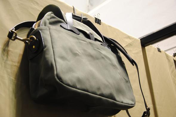 Нашлось место на стенде и традиционным сумкам. Изображение № 16.