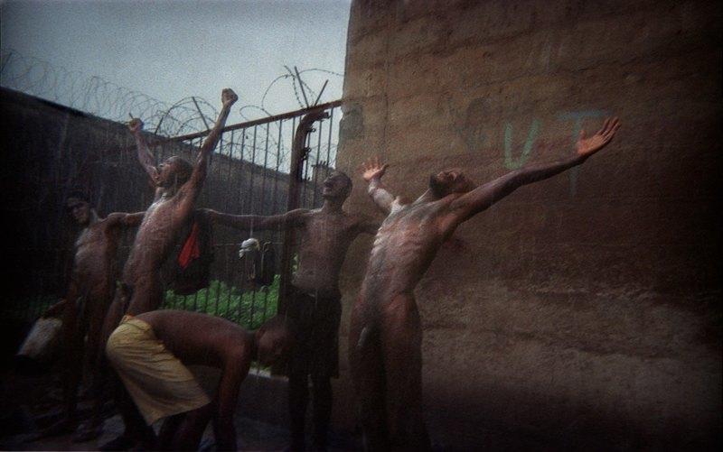 Как подростки Сьерра-Леоне годами живут в тюрьме в ожидании суда по их делу. Изображение № 25.