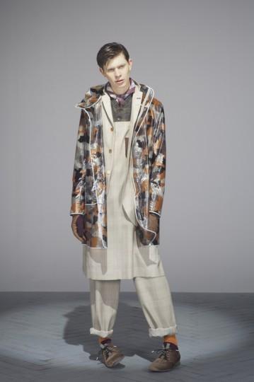 Японская марка Undercover выпустила лукбук осенней коллекции одежды. Изображение № 12.