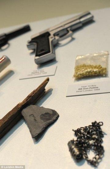 Лондонский учитель показал коллекцию конфискованного у школьников оружия за 30 лет. Изображение № 1.