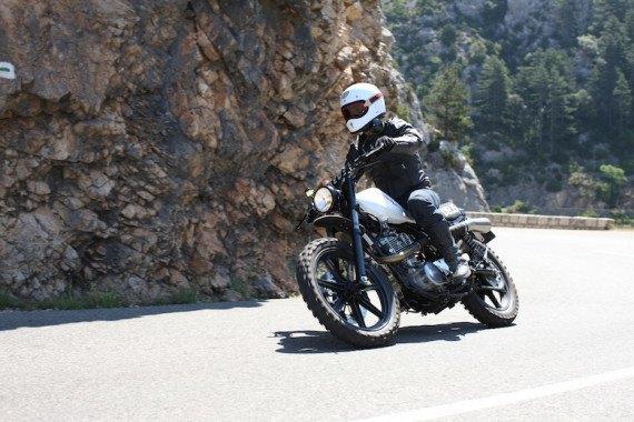 Мотомастерская Deus Ex Machina представила кастом на базе Yamaha SR. Изображение № 4.