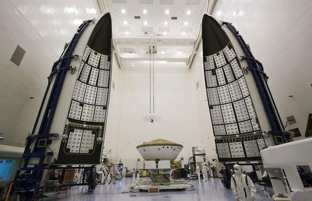 Самый большой в истории марсоход Curiosity приземлился на Марс. Изображение № 13.