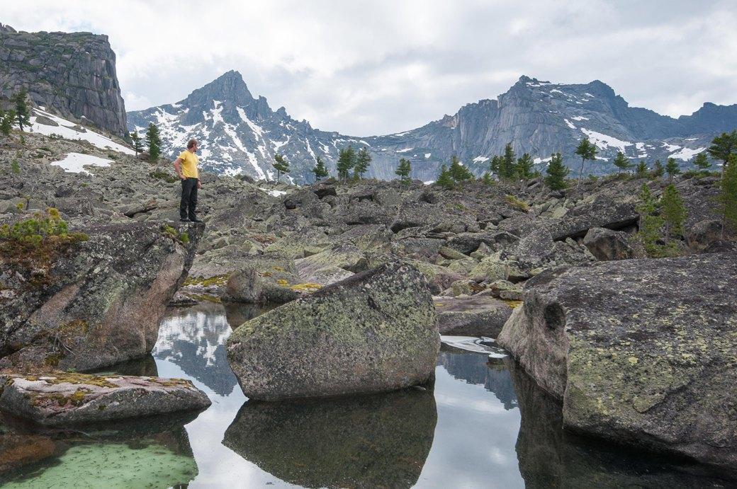 «Лучше действовать, чем ждать у моря погоды»: Как я прыгнул с сибирской скалы в вингсьюте. Изображение № 8.