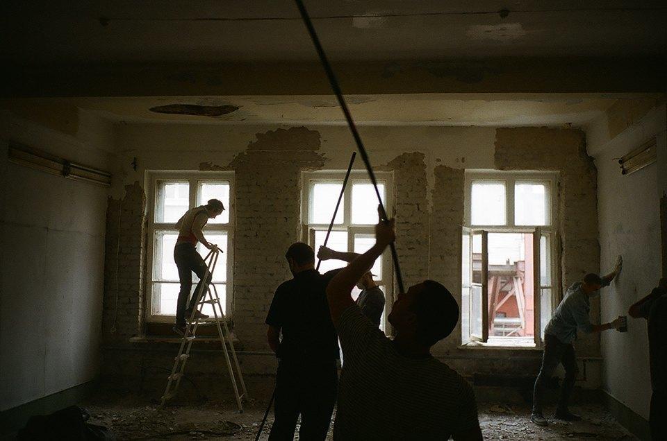 Фоторепортаж: Как мы сделали ремонт в мастерской силами редакции. Изображение № 33.
