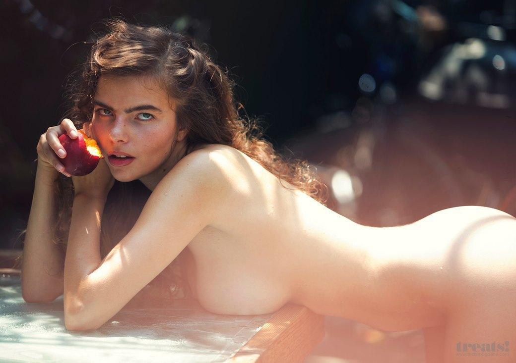 Дэвид Бельмере сфотографировал русскую модель Алину Алилуйкину для нового номера журнала Treats!. Изображение № 2.