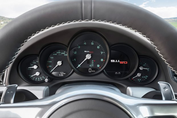 Porsche представили юбилейную версию легендарного спорткара 911. Изображение № 7.