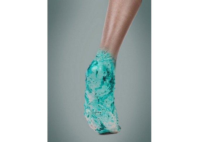 Дизайнер из Великобритании разрабатывает «живые» кроссовки из протоклеток. Изображение № 2.