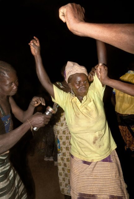 Мы хотим танцевать: Как выглядит сельская дискотека в Африке. Изображение № 4.