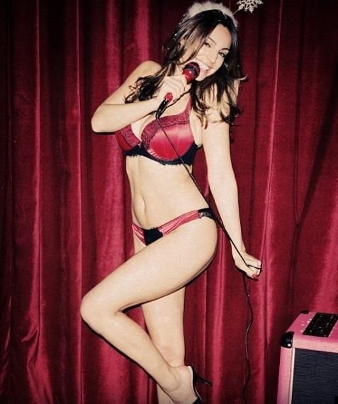 Английский журнал LOVE выпустил эротический рождественский видеокалендарь. Изображение №3.