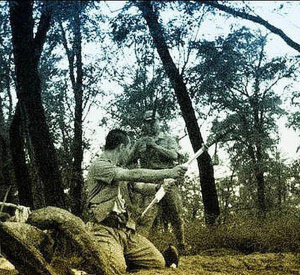 В сети появились уникальные кадры харакири японского офицера . Изображение № 10.