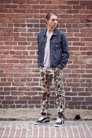 Марка Obey выпустила лукбук весенней коллекции одежды. Изображение № 15.