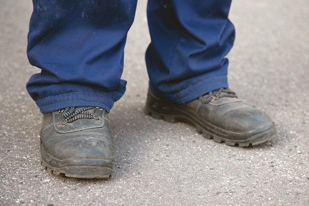 Рабочие ботинки: В чем трудятся московские сварщики, строители и маляры. Изображение № 2.