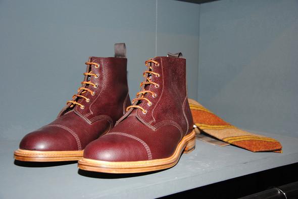 Обувь в коллекции тоже имеется, правда, в совсем небольших количествах.. Изображение № 18.