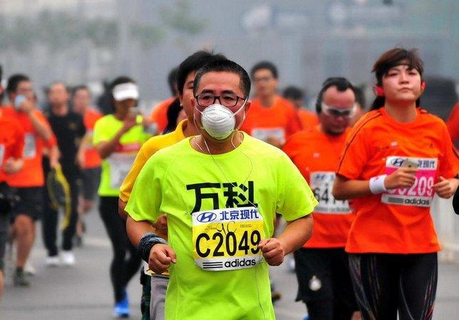 Марафон в Пекине прошел в респираторах из-за густого смога. Изображение № 5.